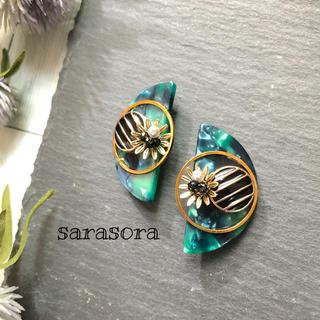 378 green half moon×flower earrings(ピアス)