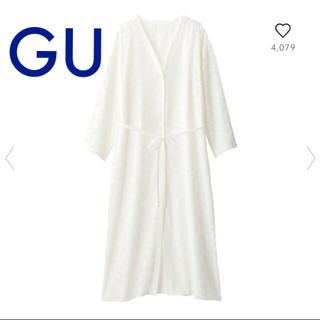 ジーユー(GU)のジーユー GU 新品タグ付き カットジャガードガウン ホワイト Mサイズ(ガウンコート)