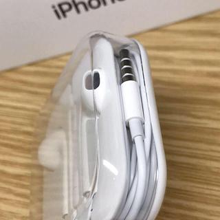 アイフォーン(iPhone)の●専用●  イヤホン、ケーブル2本、バッテリー 3点セット(その他)