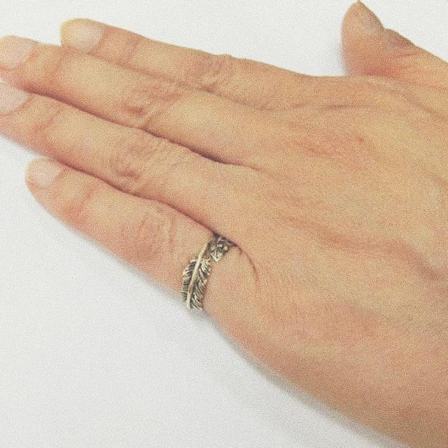ピンキーリング フェザー メンズのアクセサリー(リング(指輪))の商品写真