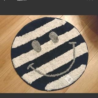 【新品未使用】SMILE ホワイト×ネイビー ボーダー ラウンド マット(玄関マット)