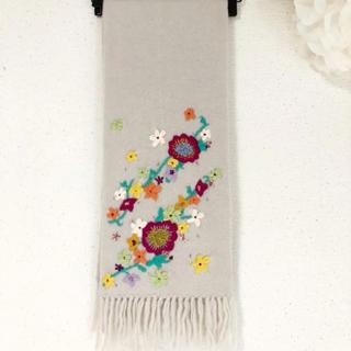 チェスティ(Chesty)の美品٩(๑❛ᴗ❛๑)۶Chesty お花刺繍 フリンジ付きマフラー(マフラー/ショール)