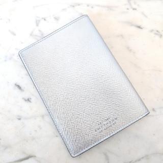 スマイソン(Smythson)の【新品】Smythson パナマ パスポートカバー ユニセックス シルバー(旅行用品)