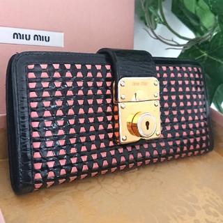 2a44c50e88 ... ケース 手帳型 シルバー. ¥4,500. ミュウミュウ(miumiu)の正規 ミュウミュウ メッシュ レザー 長財布 ブラック 黒 ピンク