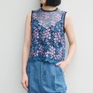 マメ(mame)のmame レース刺繍トップス(シャツ/ブラウス(半袖/袖なし))