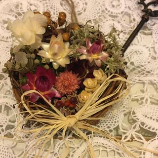 バスケットみたいなドライフラワー、プリザーブド紫陽花、木の実のミニリース(ドライフラワー)