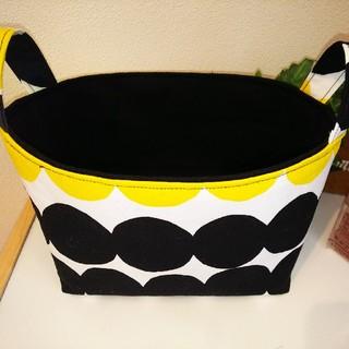 マリメッコ(marimekko)の★マリメッコのラシィマット黄色×黒の布バスケットSサイズ★No.1(バスケット/かご)