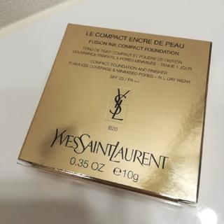 イヴサンローランボーテ(Yves Saint Laurent Beaute)の1点のみ早い者勝ち❣️イブサンローラン アンクルド ポーコンパクトB20新品❣️(ファンデーション)