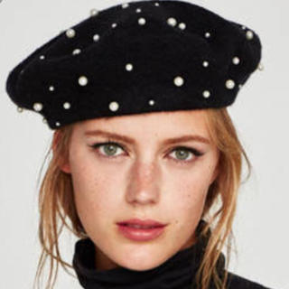 ザラ(ZARA)のZARA パール付き ベレー帽 黒(ハンチング/ベレー帽)