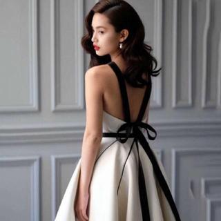 ザラ(ZARA)のデザインワンピースパーティードレス結婚式二次会などバックリボンワンピース(ミディアムドレス)