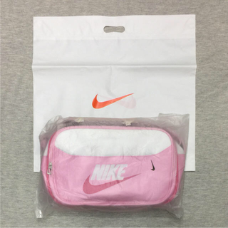 ナイキ(NIKE)のピンク×ホワイト ✨新品希少 NIKEエナメルバック  エナメルバッグ(ショルダーバッグ)