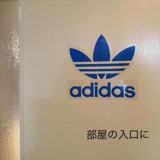 アディダス(adidas)の【本日限定❗️値下げ↓】adidasステッカー  縦16.3 横16.7(その他)