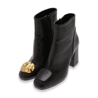 リリーブラウン(Lily Brown)の❤️完売品❤️ リリーブラウン モチーフショートブーツ モチーフ付ブーツ 黒 ♡(ブーツ)