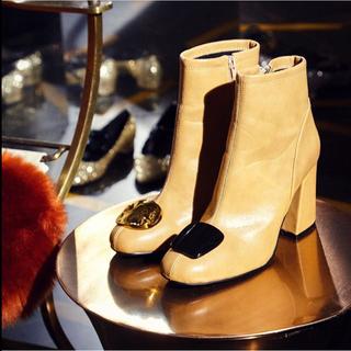 リリーブラウン(Lily Brown)の❤️完売品❤️ リリーブラウン モチーフショートブーツ モチーフ付ブーツ BEG(ブーツ)