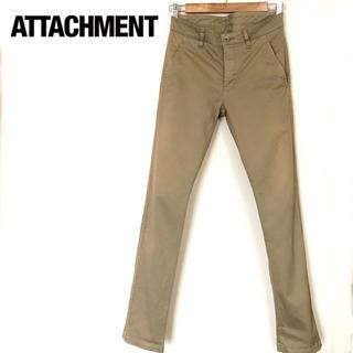 アタッチメント(ATTACHIMENT)のアタッチメント ストレッチチノ製品染めスリムパンツ(チノパン)