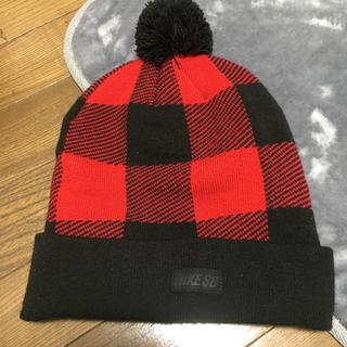 ナイキ(NIKE)のナイキ ニット帽 赤×黒ボーダー(ニット帽/ビーニー)
