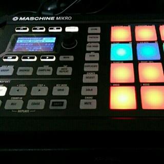 MASCHINE MICRO mk2(MIDIコントローラー)