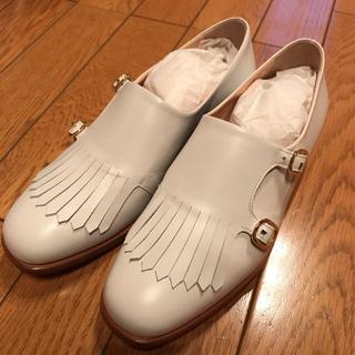 アバハウス(ABAHOUSE)の(最終価格)ルパート・サンダーソン タッセルシューズ/ホワイト23cm(ローファー/革靴)