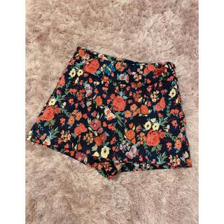 ザラ(ZARA)のZARA 1回着用美品 ビジュー付き花柄パンツ(キュロット)