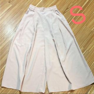 ジーユー(GU)のGU ピンク ガウチョパンツ くすみピンク ベージュ ワイドパンツ(バギーパンツ)