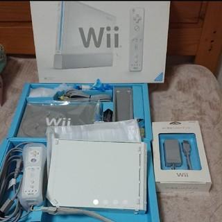 ウィー(Wii)のWii本体 LANアダプター付き(家庭用ゲーム本体)