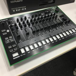 ローランド(Roland)のRoland TR-8  + 7X7-TR8(音源モジュール)