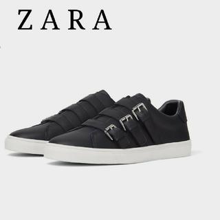 ザラ(ZARA)のZARA ベルト付き ブラック スリッポン メンズ スニーカー 27cm(スリッポン/モカシン)