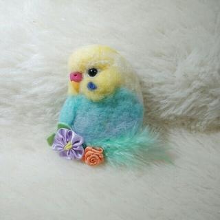 羊毛フェルト ブローチ セキセイインコ クリーム×水色(コサージュ/ブローチ)