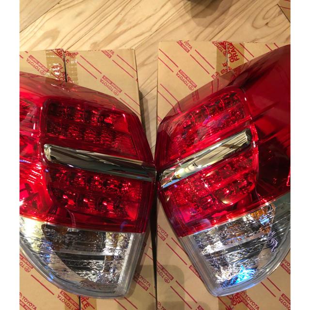 トヨタ(トヨタ)の【TOYOTA】【新品】【2個セット】ヴァンガード純正テールランプ 自動車/バイクのバイク(パーツ)の商品写真