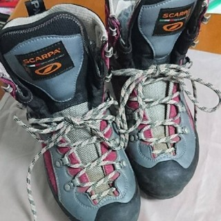 スカルパ(SCARPA)のSCARA 登山靴お売りします。サイズEU38 (登山用品)