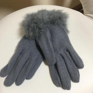 アツロウタヤマ(ATSURO TAYAMA)のグレー  リアルファー付き グローブ  新品(手袋)
