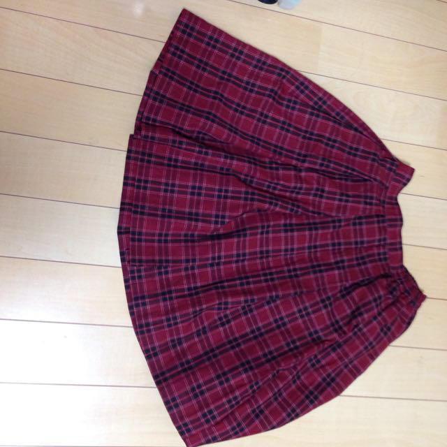 earth music & ecology(アースミュージックアンドエコロジー)の赤チェックスカート レディースのスカート(ひざ丈スカート)の商品写真