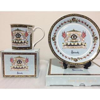 ハロッズ(Harrods)のハロッズ ダイヤモンドジュビリー記念マグカップ&プレート(食器)