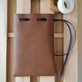 革の巾着袋(小サイズ) ブラウン 革紐ネイビーブルー Stylish(ポーチ)