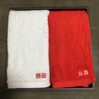 ユニクロ(UNIQLO)のユニクロ 紅白 タオル (タオル/バス用品)