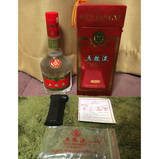 サントリー(サントリー)の中国 白酒 中国名酒  五粮液 WULIANGYE  高級白酒 付属品完備!(その他)