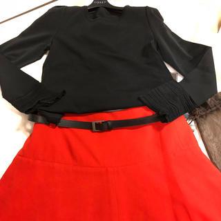 フォクシー(FOXEY)の2019年最新salonショー鮮やかレッドスカート完売42フォクシー(ひざ丈スカート)