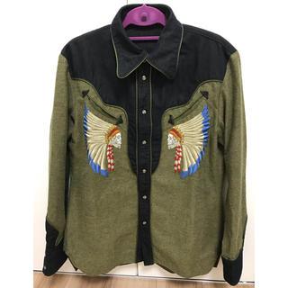 オベリスク(Obelisk)のobelisk 刺繍入りシャツ(シャツ)