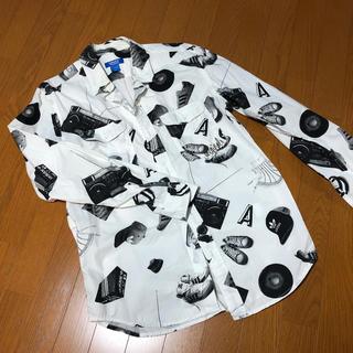 アディダス(adidas)のadidas メンズシャツ(シャツ)