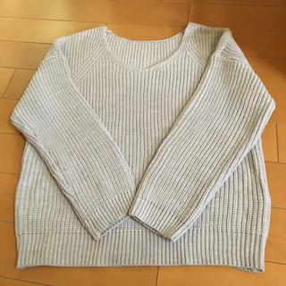 ジーユー(GU)のGU  ニットセーター  かなり厚地  薄グレー  美品です(ニット/セーター)