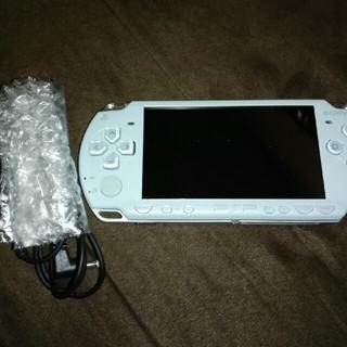 プレイステーションポータブル(PlayStation Portable)のPSP2000本体(携帯用ゲーム本体)