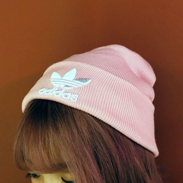 adidas(アディダス)のFW【新品/即日発送OK】adidas オリジナルス ニットビーニー ピンク レディースの帽子(ニット帽/ビーニー)の商品写真
