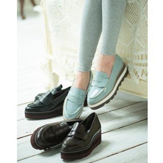 リゾイ(REZOY)のレイヤードスカラップソールコインローファー(ローファー/革靴)