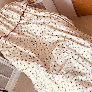ローラアシュレイ(LAURA ASHLEY)のローラアシュレイ★ローズバッド★フリル付きカーテン2枚★LAURA ASHLEY(カーテン)