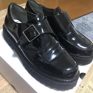 ヌォーボ(Nuovo)の靴 ローファー ベルト(ローファー/革靴)