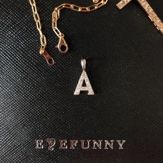 アイファニー(EYEFUNNY)の定価151,200円 EYEFUNNY アイファニー イニシャル A WG750(ネックレス)