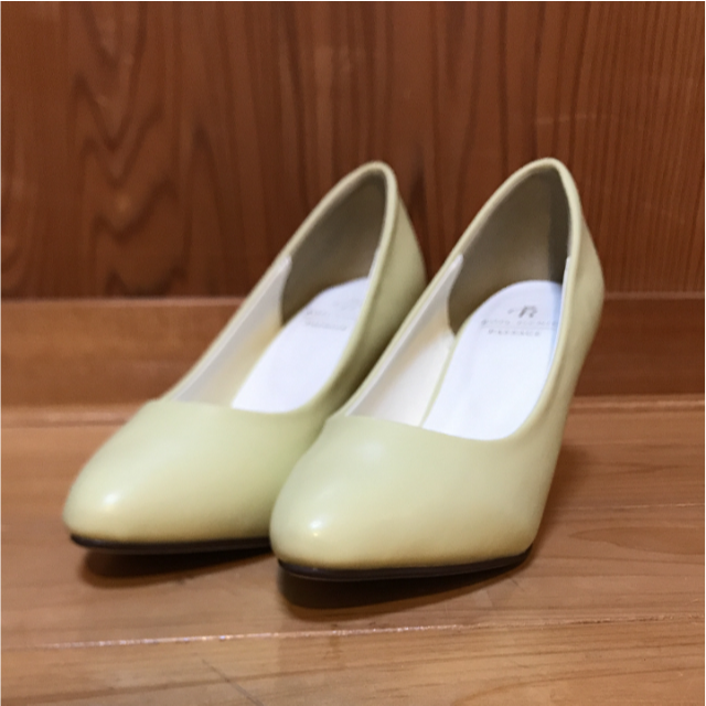 Rope' Picnic(ロペピクニック)の新品 スムースアーモンドトゥパンプス イエロー 23.0cm レディースの靴/シューズ(ハイヒール/パンプス)の商品写真