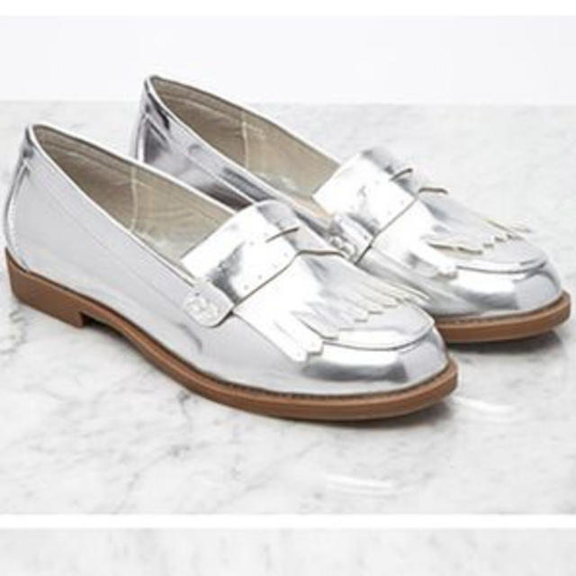FOREVER 21(フォーエバートゥエンティーワン)の新品 Forever21 シルバー靴 レディースの靴/シューズ(ローファー/革靴)の商品写真