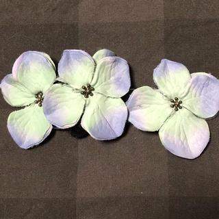 紫陽花のようなお花がついたヘアゴム(ヘアアクセサリー)