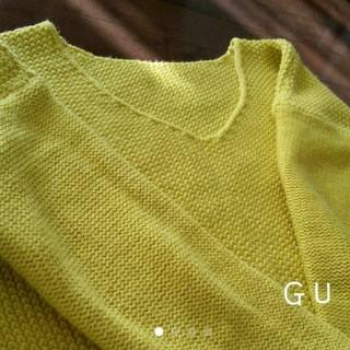 ジーユー(GU)のニット Vネック Mサイズ イエロー マスタード カラシ色(ニット/セーター)